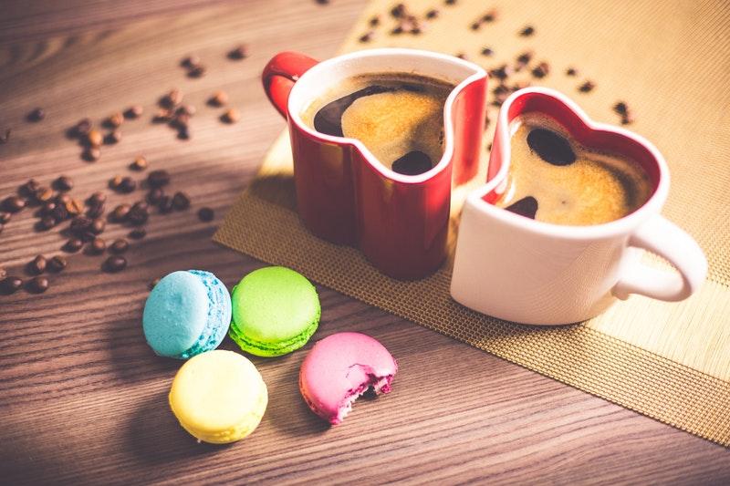 Date med kage og kaffe